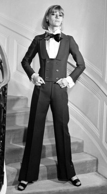 Элегантный брючный костюм женский